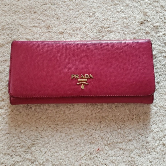2eae231dd8d691 Prada Bags | Saffiano Wallet Gold Logo | Poshmark